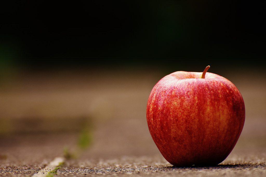 Jaki wpływ na nasze zdrowie może wywrzeć codzienne spożywanie jabłka?