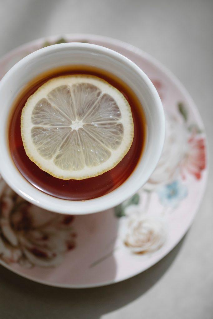 Herbata z cytryną na przeziębienie i wszelkie smutki