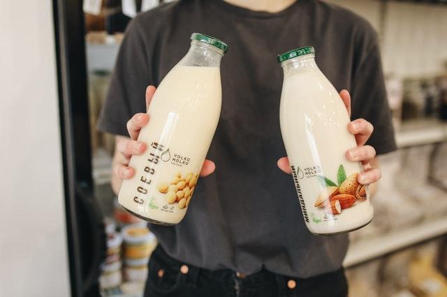 Czy napój roślinny to mleko?