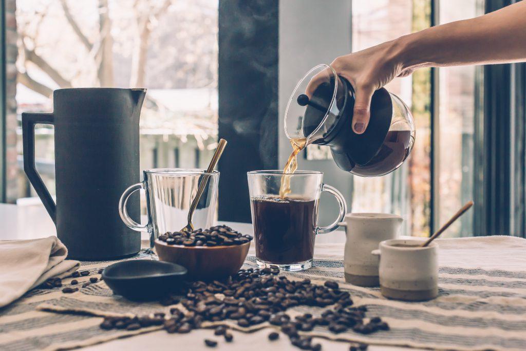 Jakie korzyści wynikają ze spożywania kofeiny?